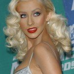Christina+Aguilera+Long+Hairstyles+Retro+Hairstyle+MyzenGxvSZnl
