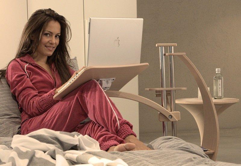 masă laptop pat